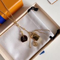 2021 Vendita calda collane pendente collana di moda per uomo donna collane pendente gioielli altamente qualità 15 modello opzionale