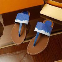 Zapatillas casuales de la moda de las mujeres Base Beach Slipper Buena calidad Impresión zapatos de cuero femenino flip chanclas cómodas sandalias de techo abierto letras-l52680