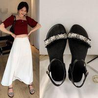 YQBTDL 2020 صيف جديد رخيصة الصنادل المسطحة النساء الأسود الأبيض سلسلة الخرزة الشاطئ عارضة السيدات أحذية كبيرة الحجم الصنادل 34-44 T9ZU #