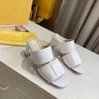 2021 Frauen High Heels Designer Leder Sandalen Geprägte Maultierschuhe mit breitem Doppelband 65 mm Ferse Sommer Sexy Hausschuhe Top Qualität Nein 272