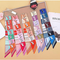 2021 Haute-gamme Femme Mode Designs Sac à pied Foulard Foulard Mesdames Small Bow Ruban Headscarf Silk Foulards en Soie Envelopper Couleurs Factory Outlet