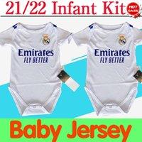 Kit bébé Real Madrid Jersey de football Home White 2021 2022 # 9 Benzema # 10 Moduric # 8 Kroos Soccer Shirt Kit de football bébé # 4 Alaba # 11 Asensio # 20 Vini Jr. Uniformes