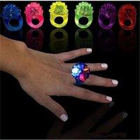 Novidade Iluminação Morango Fulgor Anel de Luz Toque LED dedo Anéis Luzes Flash Vigas Lâmpada Halloween Party Leds Brinquedos Casamento