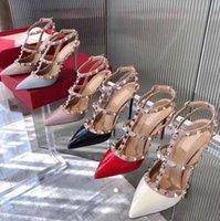 Tasarımcı Tasarım Kadın Marka Sandalet Sivri Burun Yüksek Topuk Perçinler Sandal V 6 cm 8 cm 10 cm Ince Topuklu Kırmızı Düğün Ayakkabı 34-44 Toz Çanta