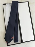Top Diseñador Corbata Hombres Seda de alta calidad Empleo Seda Pequeña Pequeña Abeja Impresión Trabajo Ropa Regalo Boda Tie Caja de regalo Embalaje