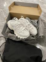 Mens Dress Shoes Triple S 17FW Кристалл нижний Париж Кроссовки Кремки Красный папа Тренеров Платформа Женщины Мода Повседневная Retrodesigners Открытый Плоские каблуки