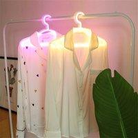 Creative LED Ropa Perchas de neón Luz de neón Perchas de la lámpara de la lámpara Propuesta Romántico vestido de novia Decorativo Ropa-Rack