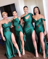 2020 Элегантные дешевые изумрудные зеленые атласные подружки невесты DreSess Смешанные стили с плеча Сплит сексуальная горничная честь платья формальное платье на заказ