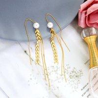 Dangle Chandelier UER Lungo oro colore oro arrow catene orecchini per le donne perla acrilica unica 2021 gioielli di moda