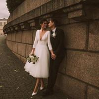 2021 فساتين زفاف قصيرة مثير عميق الخامس الرقبة ألف خط 3/4 طويلة الأكمام أثواب الزفاف أزرار الظهر الشاي طول في الهواء الطلق حفل زفاف الاستقبال اللباس