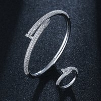 Personnalité coréenne incrustée avec diamant ongles simples bracelet ouverts net tempérament rouge mode de mode design de sens de la pièce à main femme