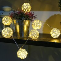 Cuerdas 20 40 LED Luces de cadena LED Bolas de ratán Garland Holiday Fiesta de boda Decoración de Navidad Fairy Light para al aire libre