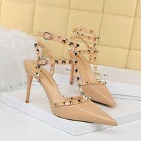 العلامة التجارية امرأة عالية الكعب النعال أعلى جودة مصمم سيدة الصنادل الصيف أزياء المسامير الشريحة الفاخرة عارضة الأحذية النسائية جلدية