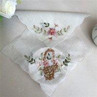 モダンな白い糸のレースのドイリーの結婚式のナプキンキッチン手作り刺繍3D花ビーズプレースマットパッドドリンクグラスワイン