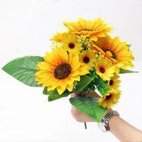 Fleurs décoratives Couronnes 13 têtes Bouquet de tournesol artificiel Beautiful Yellow Silk Wedding Flower Décoration Bureau Jardin