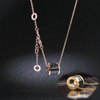 Femmes classiques Chiffres romains Céramique Pendentif Colliers en acier inoxydable Mens de luxe de luxe Bijoux Collier Boîte cadeau en or chaîne en or
