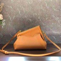 Kvinnor handväska handväska koppling middagsväska äkta läder crossbody axelväskor mode f brev metall lås detchable band högkvalitativa dam kväll handväskor