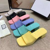 Zapatillas de mujer Sandalias de fondo gruesas Chunky Goma Tijeras Plataforma Alfabeto Lady Slipper Bright Cuero Talón Sandal Moda Playa Zapatos