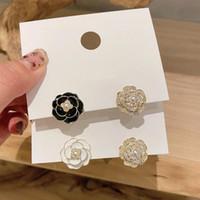 Stud 2021 Arrivée Boucles d'oreilles asymétriques Fleur Rose Blanc Blanc Noir Strass Perle Élégante Camellia Fashion Bijoux pour femmes