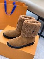 2021 مصممون أحذية الثلوج المرأة أزياء لينة الجلود المسطحة الفتيات عارضة الشتاء الحذاء البني مع الفراء نصف التمهيد للمرأة السود