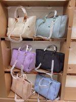 Femmes Sacs à main de luxe Beach Sac Quality Mode Tricoter Main Sac à bandoulière Grand fourre-tout avec toile de chaîne Sacs à provisions A