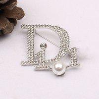 La lettera coreana d famiglia spilla femminile intarsiato con diamante moda naturale moda generosa spilla perla cappotto cappotto 3