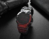 Die neue 5600 lässige Herrenquarz-Uhr-LED-digitale wasserdichte Quadrat-Uhr Alle Funktionen können betrieben werden