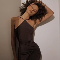 Повседневные платья Криптографические ремешки Halter Sexy Backbload Lean MIDI платье для женщин-клуб Party Cluched Chic Fashion Outlest