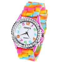 손목 시계! 제네바 레인보우 크리스탈 라인 석 시계 실리콘 젤리 링크 밴드 로마 숫자 선물 쿼츠 손목 시계 relogio feminino