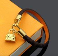 Con bolsa de cuero pulseras para amantes Cadena de caja Colgante Pulseras Classic Brown Print Bracelets Lover Charm Design Bracelet Circular