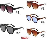 Großhandel designe sonnenbrille für männer und frauen brillen outdoor shades pc frame mode klassische dame sport sonne gläser spiegel für frauen