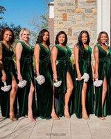 2022 Dark Green Bridesmaid Dresses Velvet V Neck Ruched Sleeveless Sheath Side Slit Floor Length Plus Size Maid of Honor Gown Country Wedding vestidos