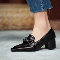 LUXURYS DISEÑADORES Zapatos de tacón de tacón de punta de punta de tacón de tacón grueso Bombas de oficina Bowknot Business Casual Fashion Womens zapatos 202