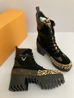 الفاخرة مصمم المرأة أحذية الكاحل مساو النسيج ليوبارد طباعة الأحذية الجلدية منتصف أنبوب الدانتيل متابعة منصة الطباعة مارتن الأحذية دراجة نارية حجم التمهيد 35-41