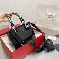 Women Luxurys Designers Bags 2021 21 two in one zero wallet triangle Tot Crossbody Bag Zhouzhoubao123 designer handbags Purse Wallet Handbags