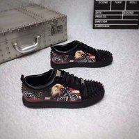 أحذية مصمم عالية الجودة برشام مع الكعب الملون في أحذية جلدية مسطحة جلدية مكتنزة للرجال والنساء معبأة بشكل جميل
