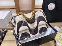 Fashon Designs Frauen Handtaschen 2021 Eine Reihe von 19 Classic Luxury Flap Lammleder 26cm Goldkette Crossbody Bag Großhandel
