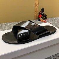 Venta al por mayor de la marca de verano Hombres para hombres para mujer Flip Flops Slipper Fashion Genuine Cuero Diapositivas Sandalias Cadena de metal Ladies Zapatos casuales 39-45