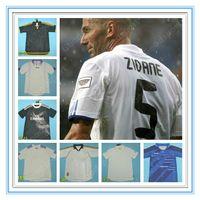 Rétro Real Madrid Jerseys Vintage 00 02 03 04 05 06 07 Zidane Beckham Fabregas Ronaldo Carlos Raul Robben Bale Benzema Figo Kaka Owen pas cher