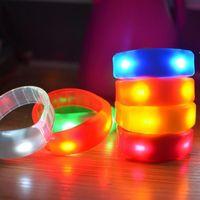 Música activada el control de sonido LED parpadeante pulsera iluminar el brazalete de la pulsera del club de la fiesta del club de la bolsa de la fiesta del anillo de la mano luminoso