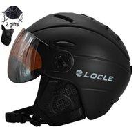 Горнолыжные шлемы на локовочном катании на лыжах на лыжах на лыжах