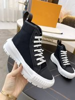 Frauen Boots Squad Sneaker Boot Schuhe Schwarz Baumwolle Leinwand mit Tonal Kalbsleder Trim Kristall Outdoor Martin Chaussures De Designer Weihnachten Plattformkanal