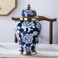 Jingdezhen peint à la main des ornements de vase en porcelaine bleue et blanche à la main avec couvercle céramique de rangement meubles de bureau de bureau décoration de la maison
