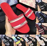 2021 дизайнерские кожаные дамы сандалии летние плоские тапочки моды пляж женщина большая голова тапочки радуги буквы тапочки с коробкой