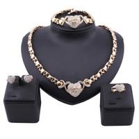Dubaï Gold Color Crystal Love You Coeur Pendentif Collier Collier Boucle d'oreille Ensemble Femme Costurière Nigérian Bracelet Bracelet Bracelet Bague Bijoux