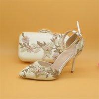 Nuevos zapatos de boda de flor de encaje blanco con bolsas a juego Talones altos Toe Toe Toe Toe Strap Ladies Party Shoe y Bag Set 210310