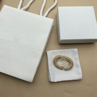 Moda Diamante Broche Letras de alta calidad Material de latón de oro Broche brillante 925 Plata Aguja Mujer Broche Suministro NRJ