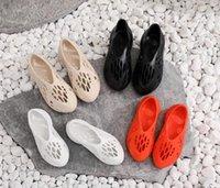 Con caja 2021 kanye espuma corredor oeste hombres mujeres corredores sandalia zapatillas sandalias enflame naranja desierto arena resina plataforma de hueso para hombre f9b8 #
