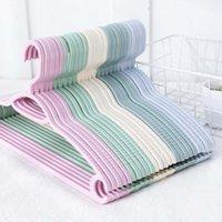 Plástico colorido de prateleiras de cabides para roupas pegs fio antiderrapante antiderrapante adulto e crianças cabide ao ar livre 1 pc