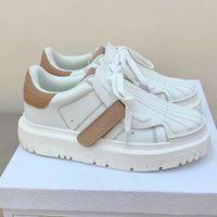 Designer-ID-Turnschuhe Frauen Weiß und nackt Kalbsleder und Gummi Freizeitschuhe Plattform Vintage Leder Sneaker Spleißen Weiße graue Rundtrainer